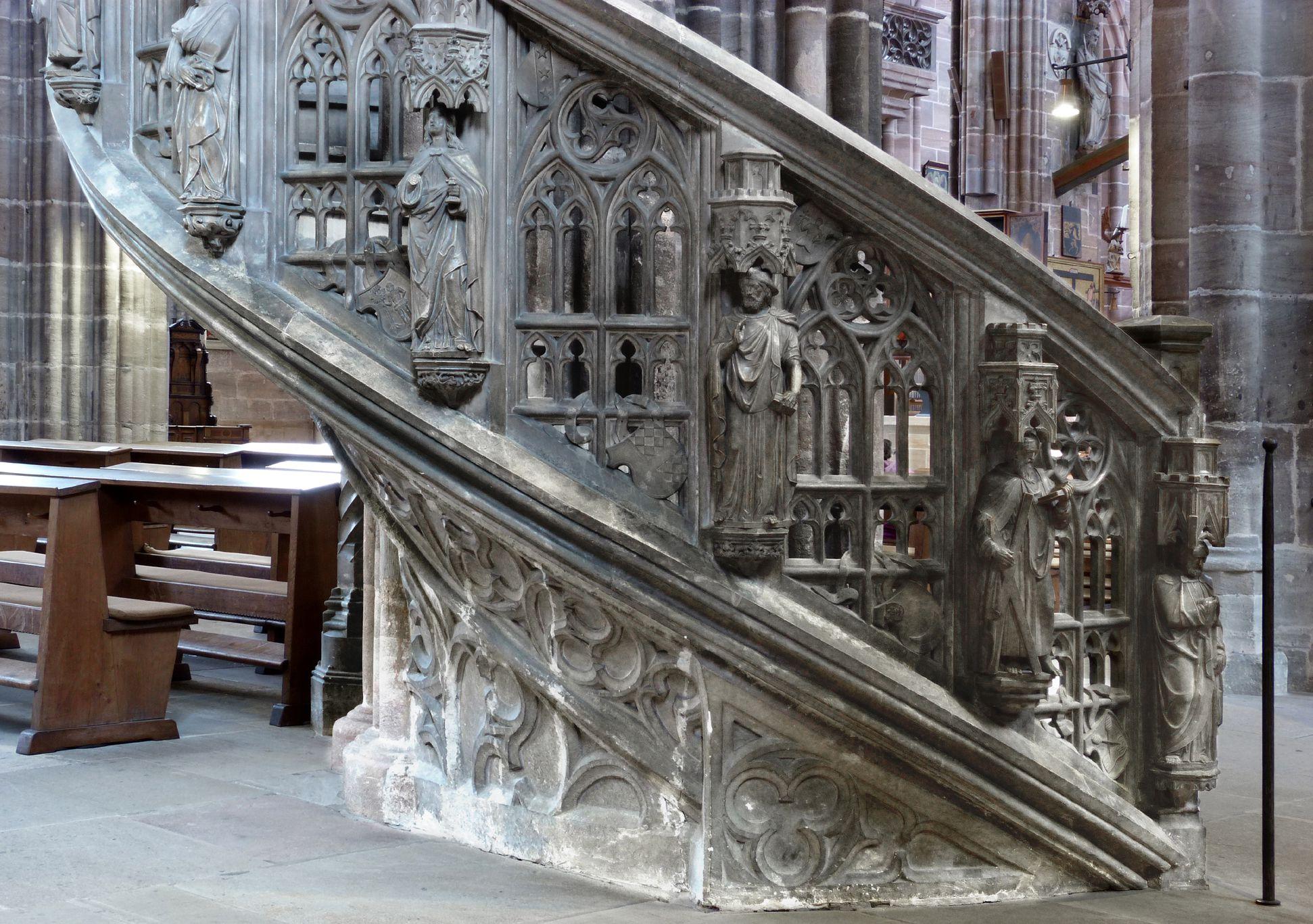 Kanzel Treppenaufgang mit Apostelreihe und durchbrochenen Maßwerk, Detail