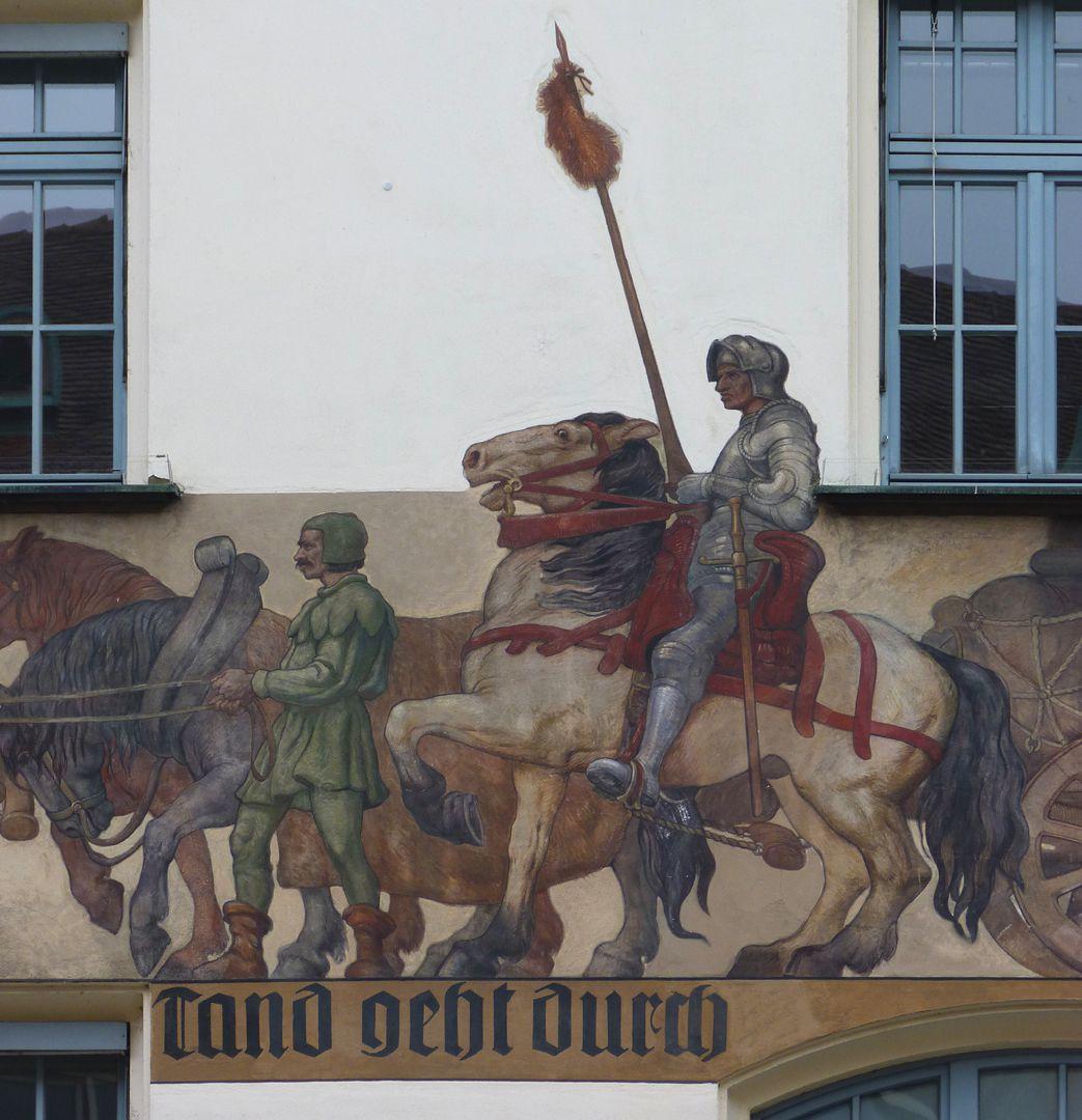 Kaufmannszug Ostfassade, Detail: Mittelteil des Zuges mit Wagenlenker und Ritter