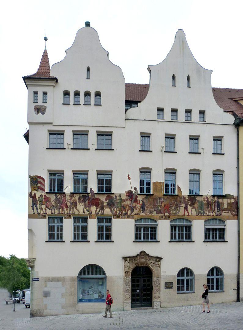 Kaufmannszug Ostfassade, 16. Jh., Portalumrahmung Johann Schiemer/ Max Heilmaier 1910