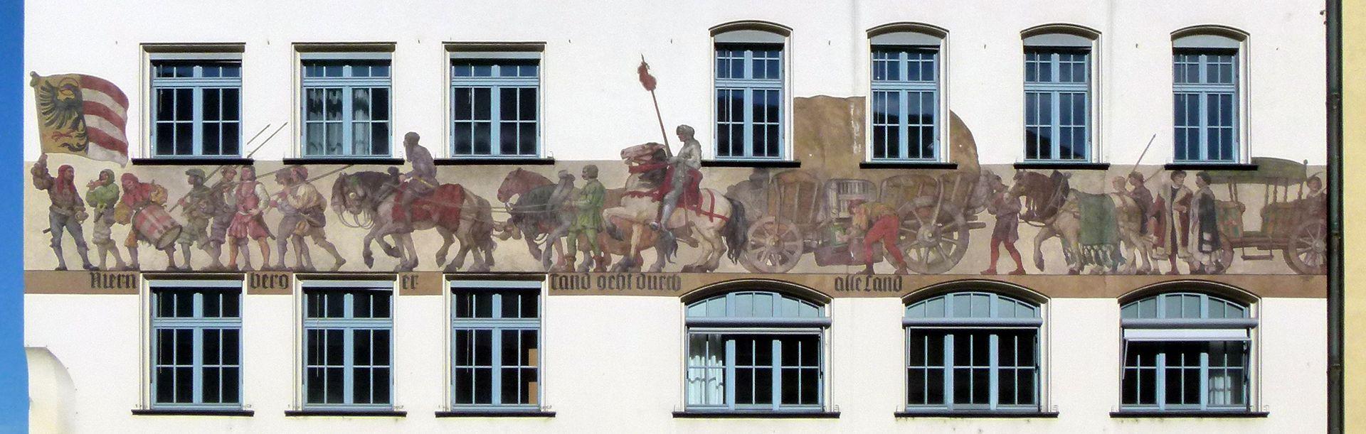 """Kaufmannszug Ostfassade, Gesamtansicht: """"Nuernberger Tand geht durch alle Land"""""""
