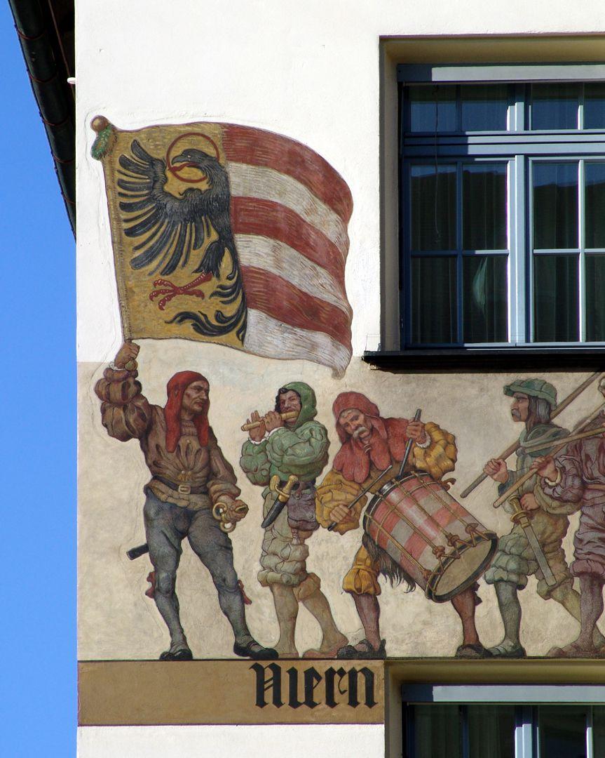Kaufmannszug Ostfassade, Detail: Banner, Pfeiffer und Trommler