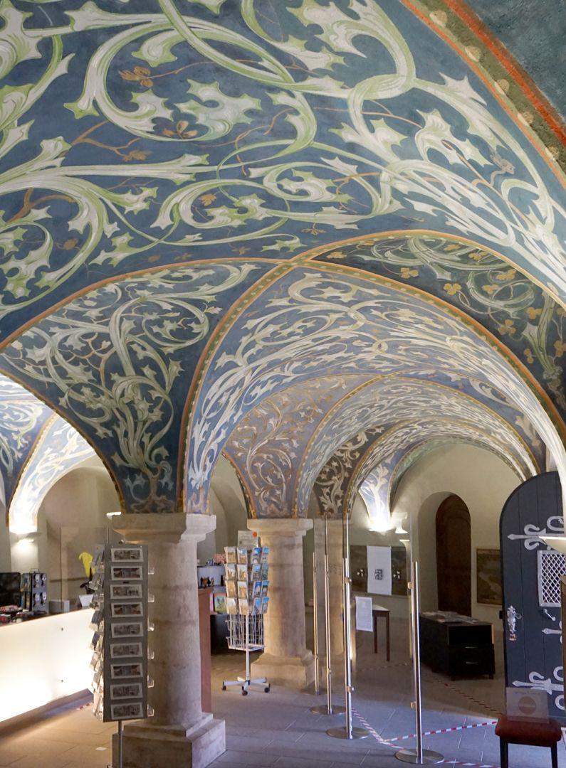 Gewölbeausmalung des Orlamündesaals Schrägblick durch die Eingangshalle