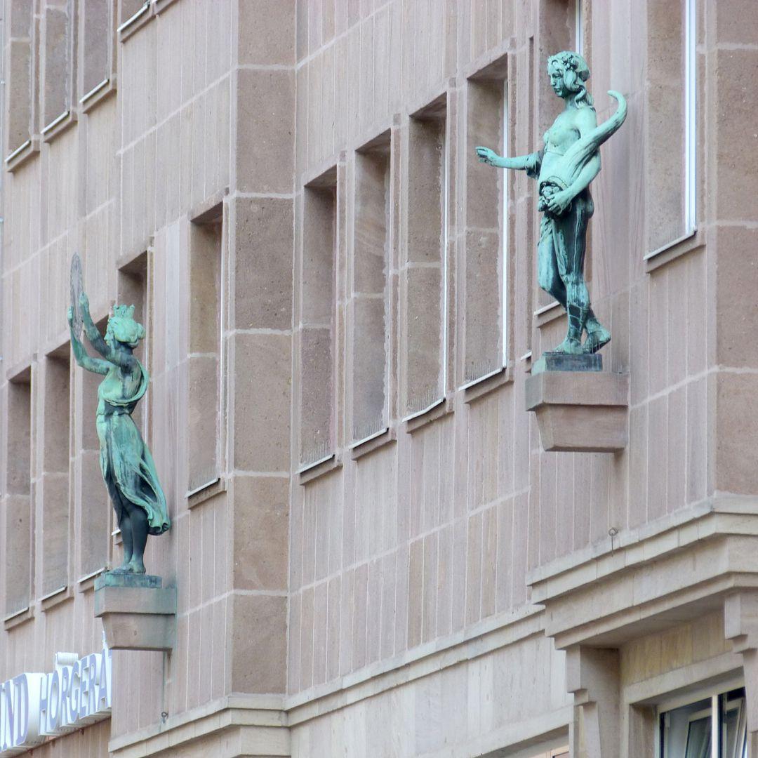 Fassadenfiguren: Noris und Fortuna Noris und Fortuna
