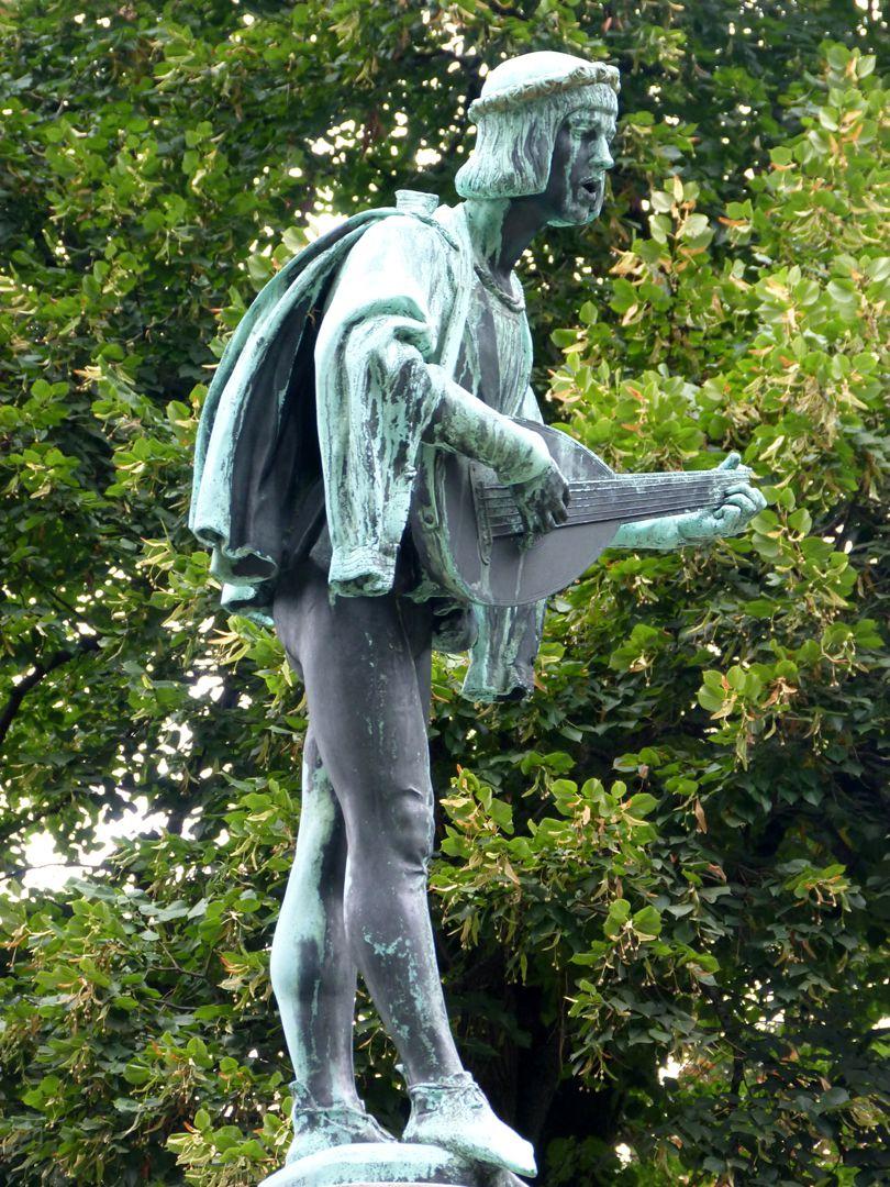 Minnesängerbrunnen Minnesänger, Seitenansicht