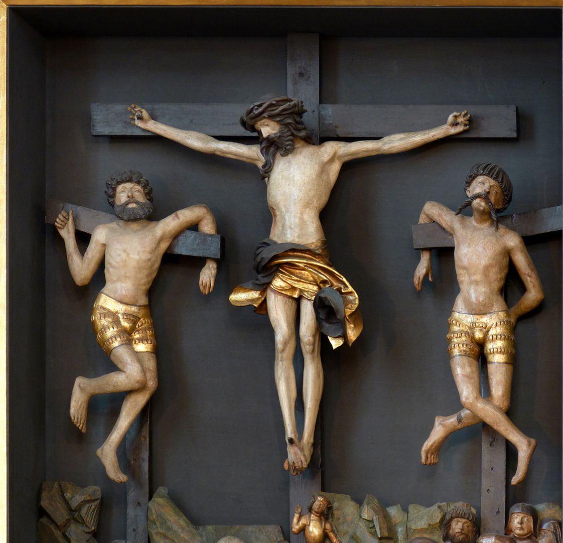 Kreuzaltar Schrein: Christus zwischen den Schächern, beide mit modischen renaissancehaften Schlitzhosen