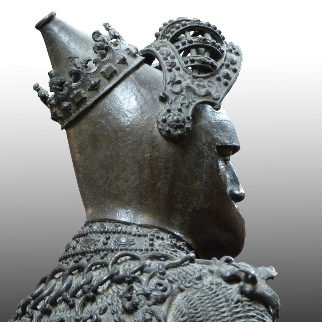 König Artus (Innsbruck) hintere Schrägansicht Helm