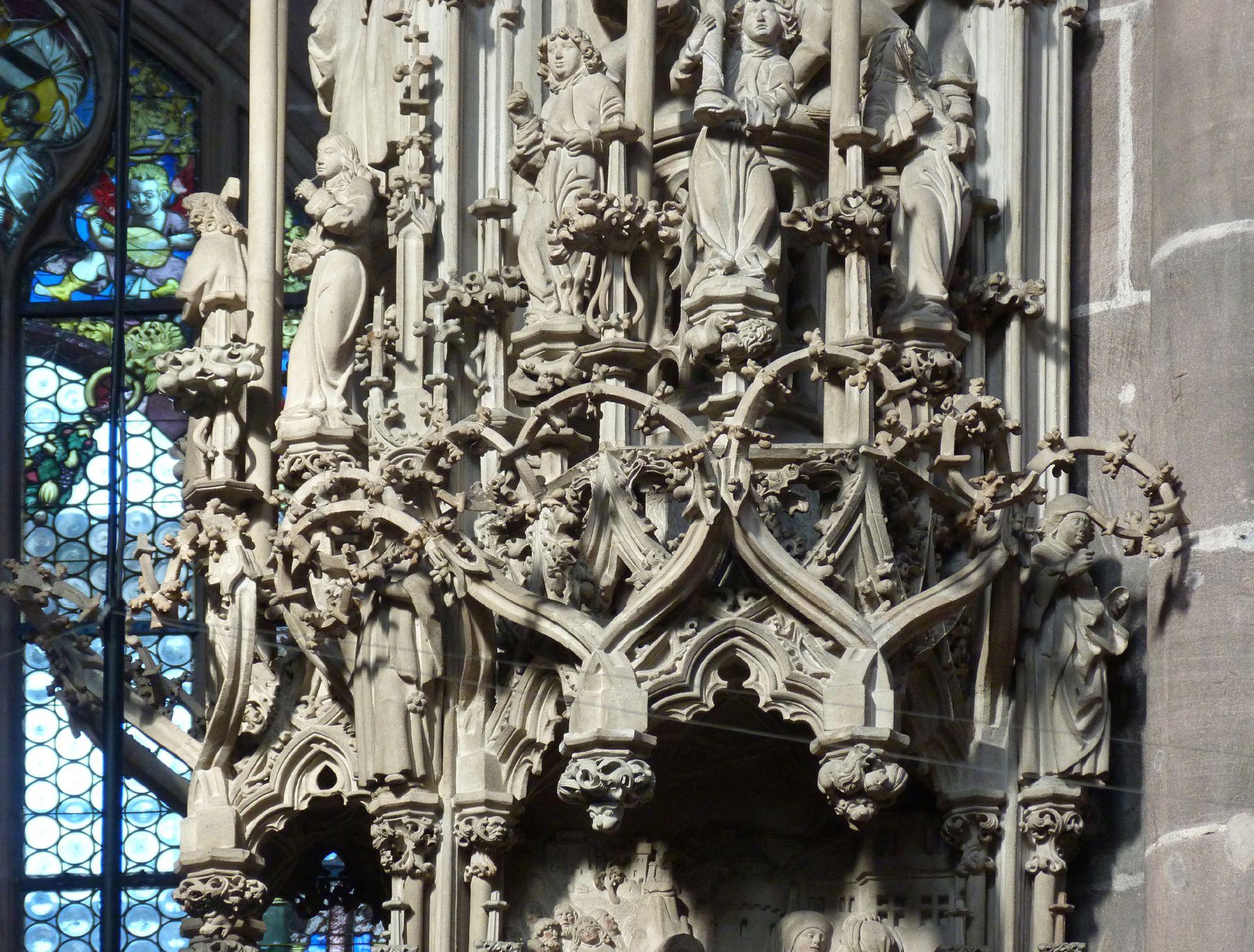 Sakramentshaus Gesprenge, Detail mit der Krone hornförmiger Fialen