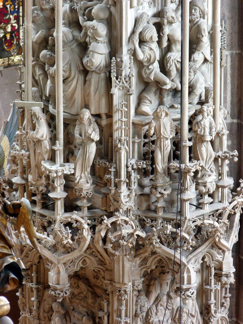 Sakramentshaus Gesprenge, Detail: Engel mit den Passionswerkzeugen, darüber rechts Geißelung Christi, links die Verspottung