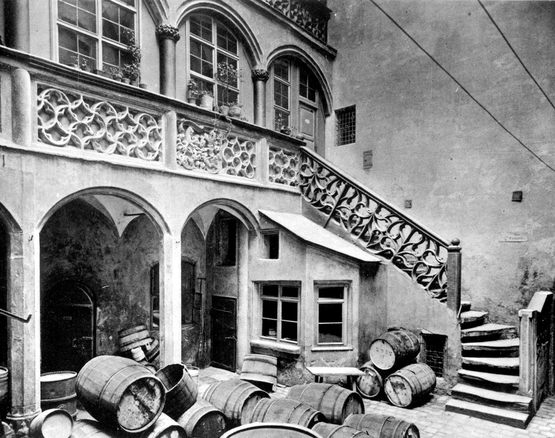 Arkadenhof mit Brüstungen Arkadenhof mit Brüstungen /  Profanbau in Nürnberg (Wien-Leipzig), 1906