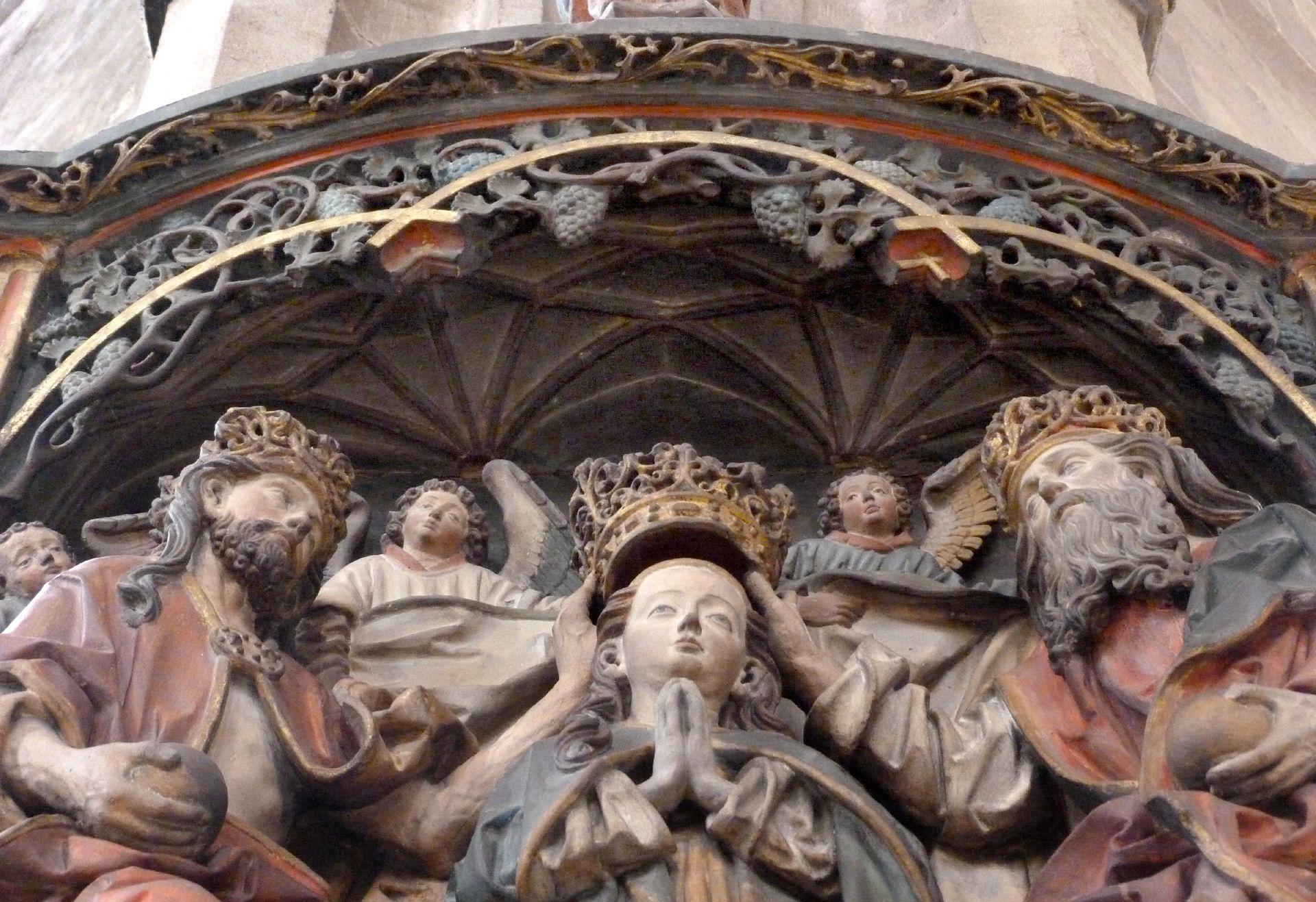 Epitaph des Hans Rebeck Detail: Marienkrönung unter dem Baldachingewölbe