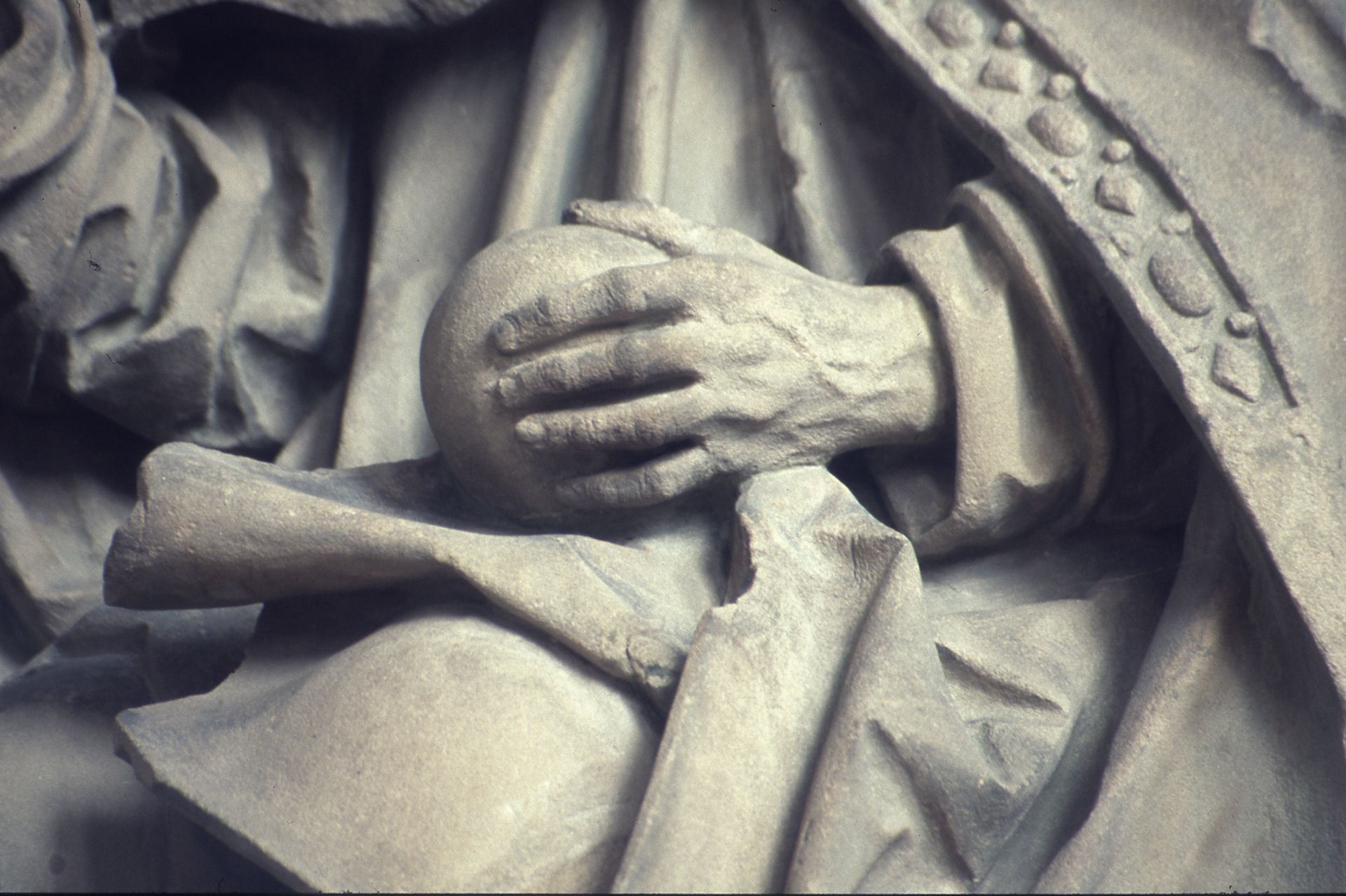 Landauersches Epitaph Detail: Gottvater, Hand