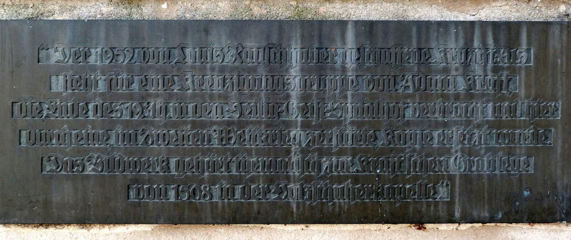 Christus am Kreuz Inschrift an der äußeren Friedhofsmauer