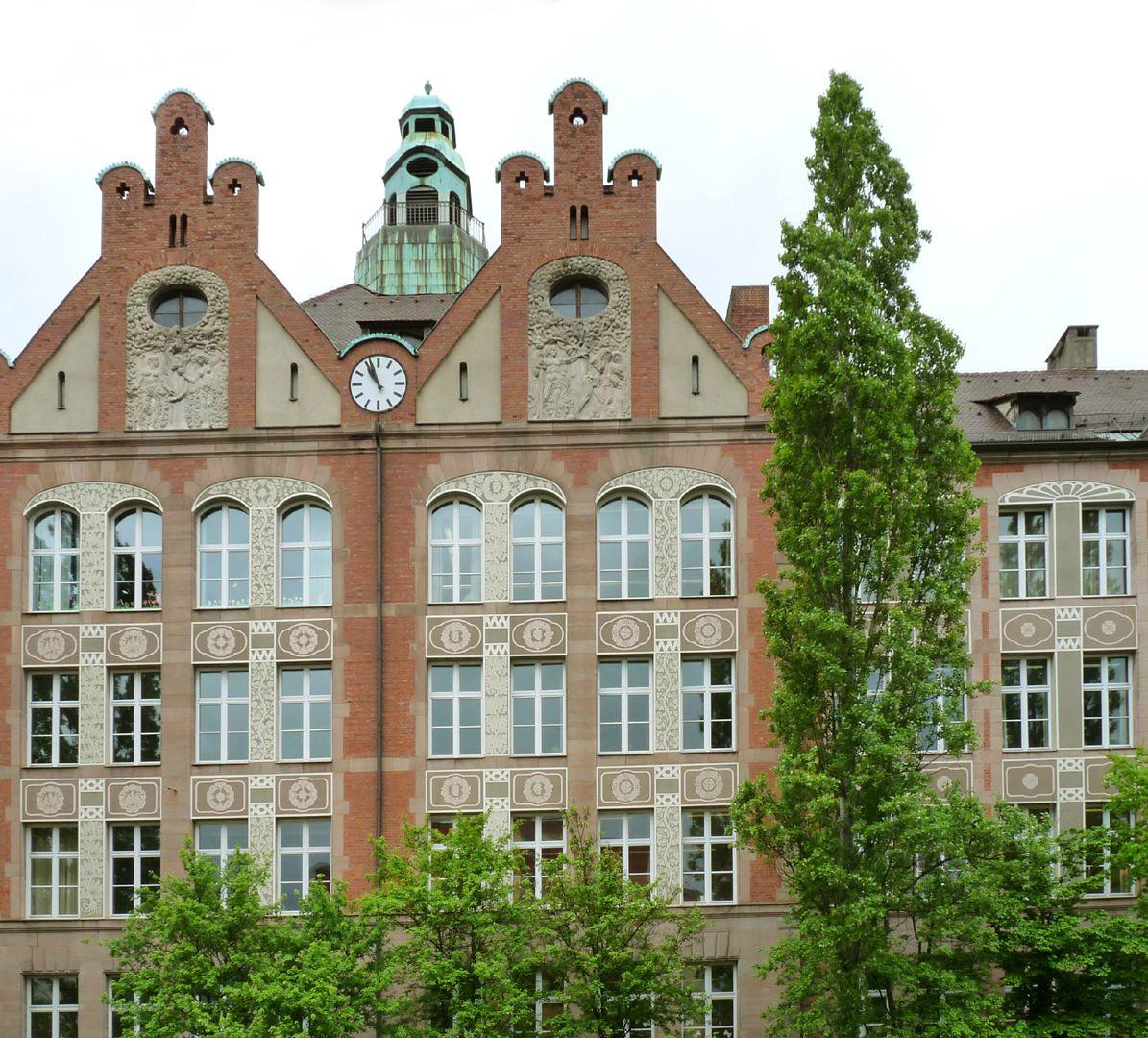 Dr. Theo-Schöller-Schule Zwillingsgiebel