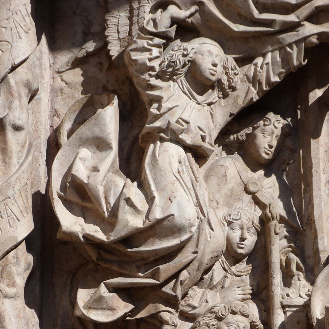 Epitaph des Kunz Horn linker  Baldachinvorhang öffnender Engel