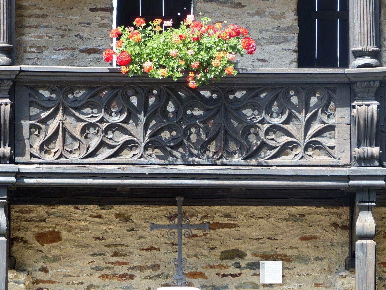 Nachgotische Holzgalerie aus Nürnberg Maßwerkbrüstung nach dem Modell Volckamer Empore in St. Lorenz