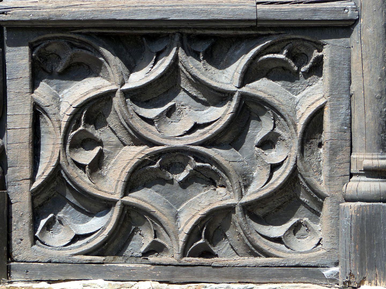 Nachgotische Holzgalerie aus Nürnberg Blendmaßwerkmuster