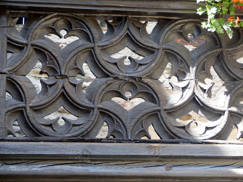 Nachgotische Holzgalerie aus Nürnberg Dasselbe Maßwerkmuster wie vorheriges Foto, durchbrochen