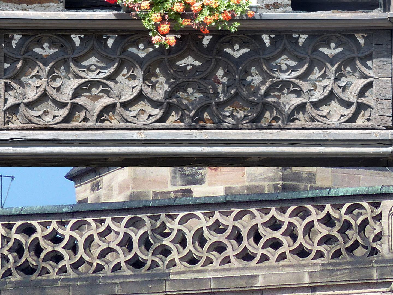 Nachgotische Holzgalerie aus Nürnberg Bildvergleich Maßwerkmuster Lauenstein (oben) und Nordturmbrüstung von St. Lorenz vor 1500