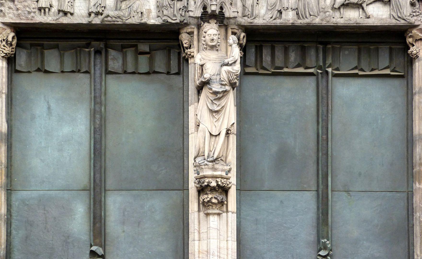 """St. Lorenz, Westportal, Bronzetüren obere Türhälften, links nach """"unten"""" gerichtet, rechts nach """"oben"""" gerichtet"""