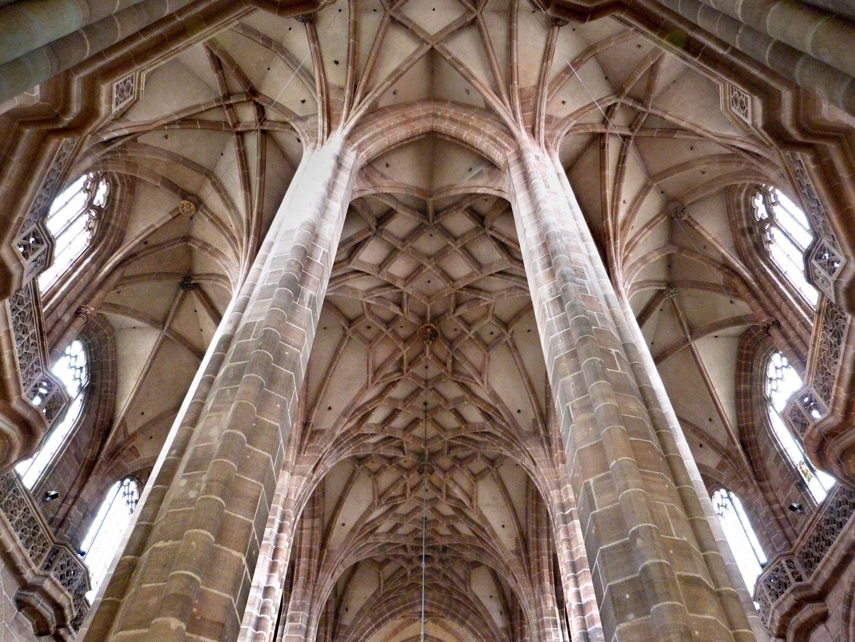 Die Lorenzkirche als Architektur Hallenchor mit Umgang- und Mittelschiffsgewölben