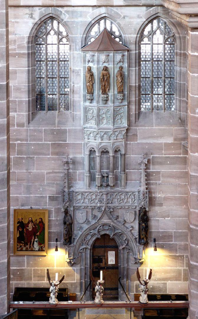Die Lorenzkirche als Architektur Untere und obere Sakristei an der Südseite des Chores, um 1519 von Hans Beheim mit Chörlein und extra Raum aufgestockt.
