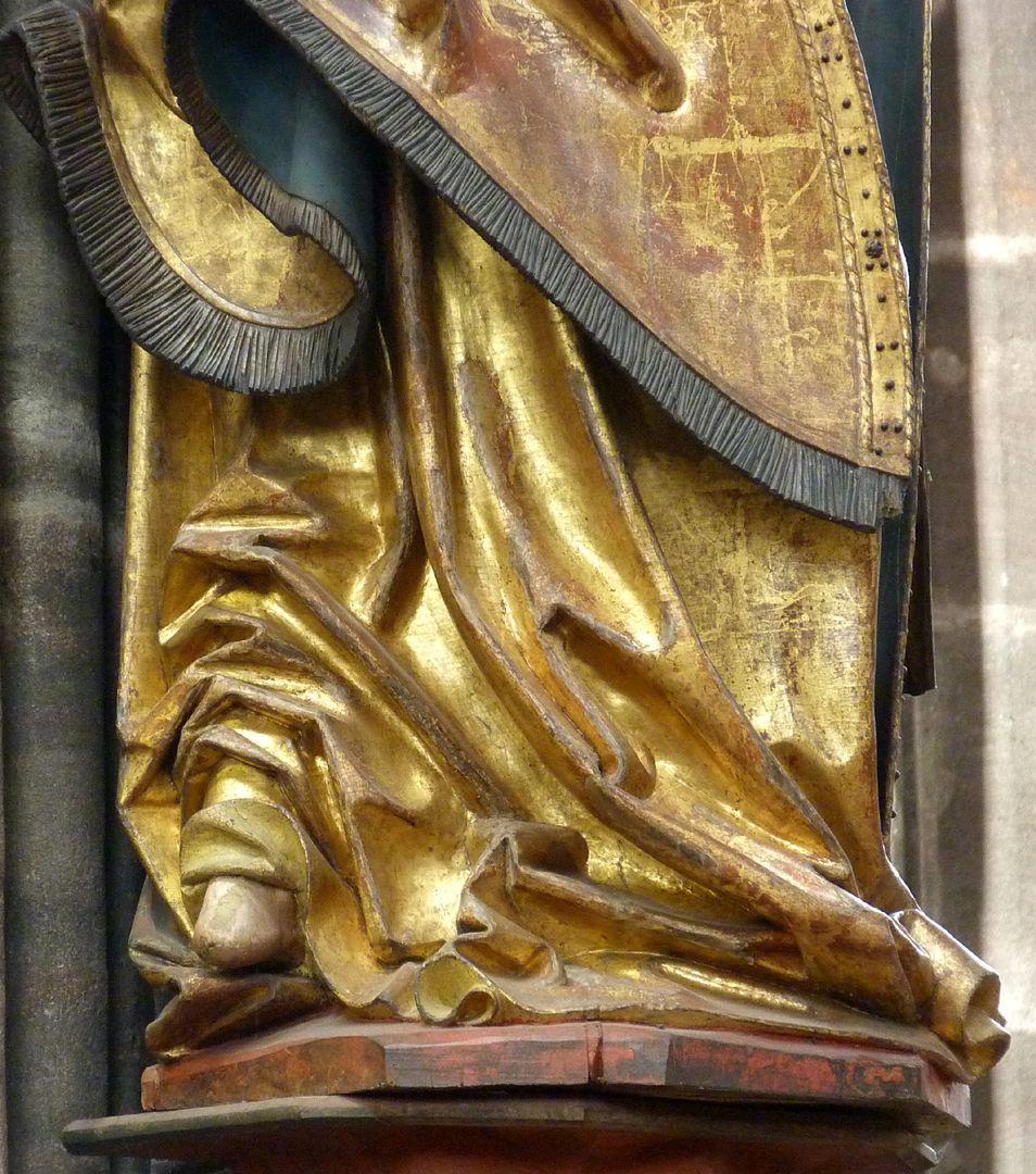 Erzengel Michael Faltenführung, Unterteil: Verse mit aufgestauchten Stofffalten