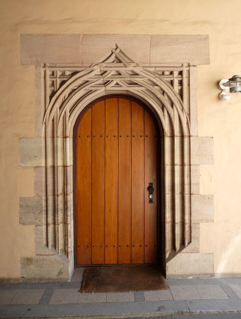 Lorenzer Pfarrhof Durchfahrt, Kopie des Nordportals der Landauerschen Zwölfbrüderkapelle