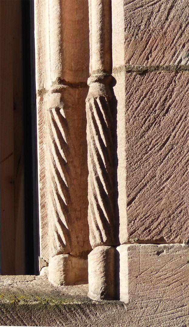 Lorenzer Pfarrhof gedrehte Basen an einer Fensterlaibung