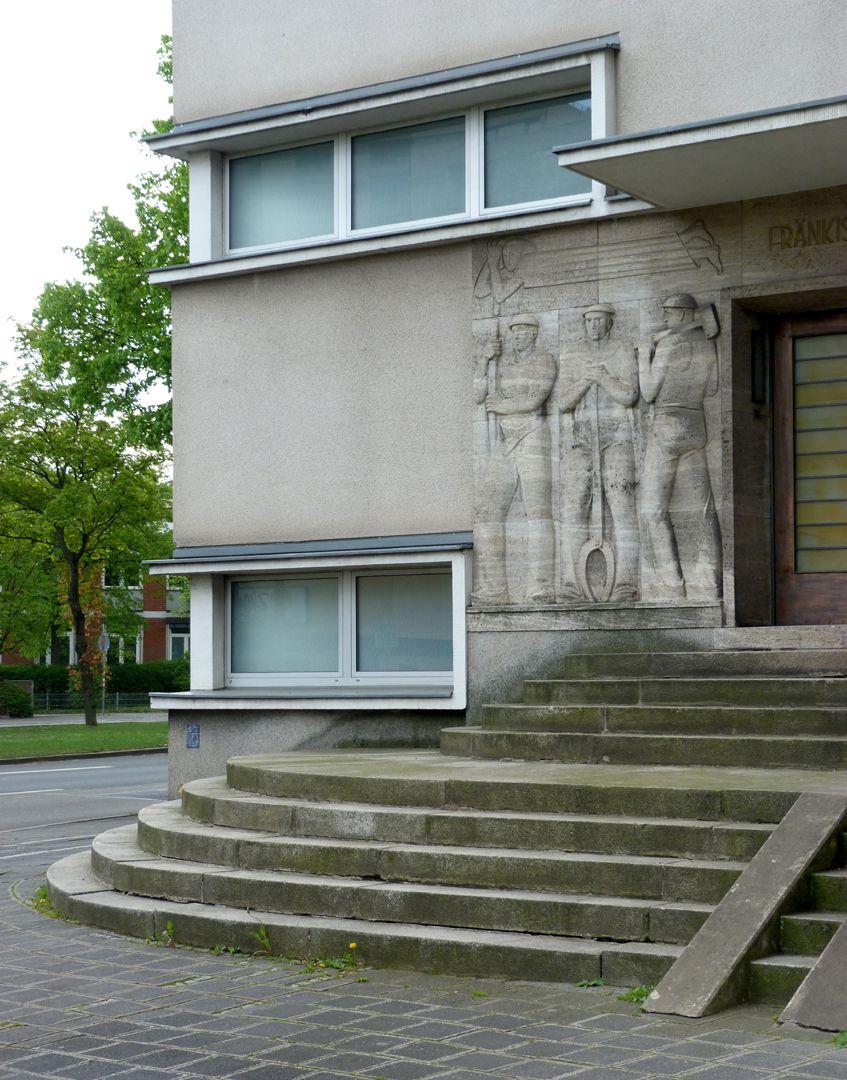 Verwaltungsgebäude des Fränkischen Überlandwerks Eingangsbereich mit Treppe, Detail