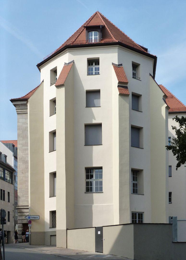 Bayerische Diskonto- und Wechselbank Chorumfassungs- mauern und Strebepfeiler