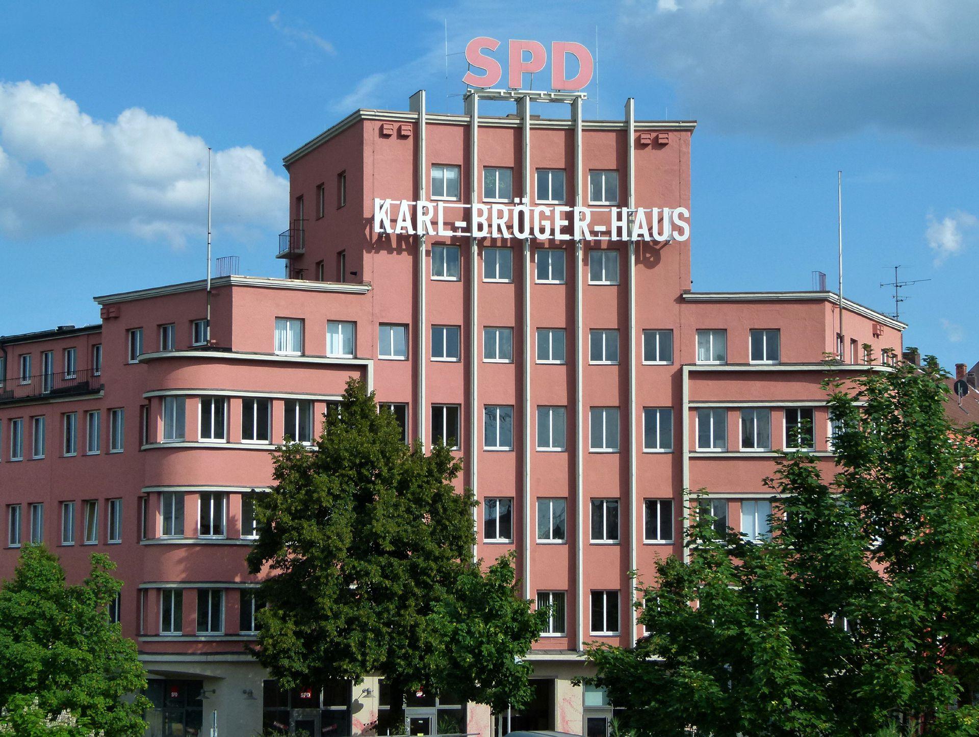 Verlagshaus der Fränkischen Tagespost Ansicht vom Bahndamm