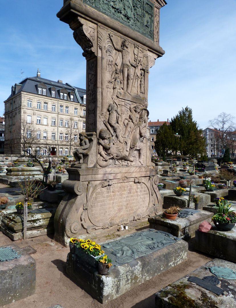 Alexius Müntzer von Bamberg (gest.1537) und Katharina Eisen (gest.1552) Grab zu Füßen des Gedächtnisstele des Sohnes, Wolfgang Münzer