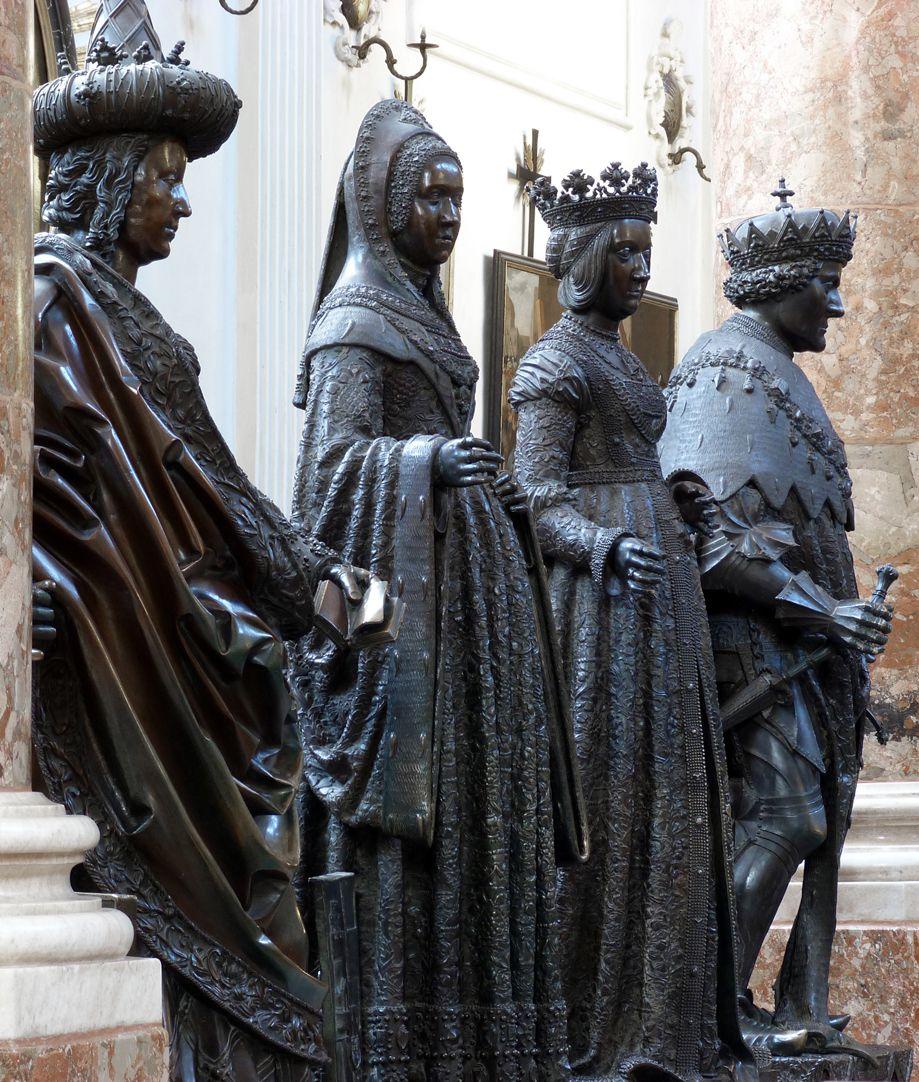 Margarethe von Österreich (Innsbruck) Vierergruppe: zweite von links Margarethe von Österreich