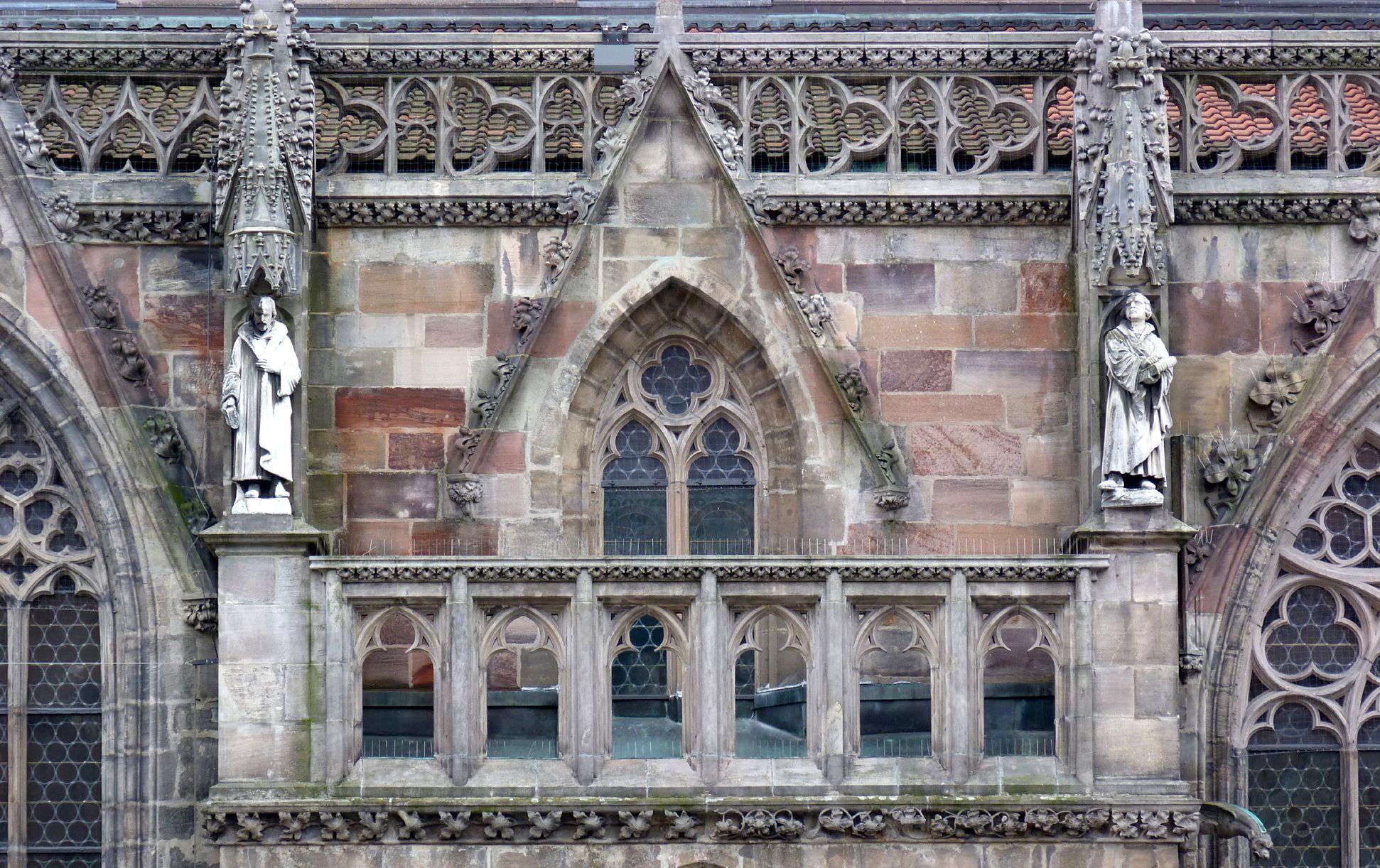 Martin Luther Philipp Melanchthon und Martin Luther über dem Nordportal