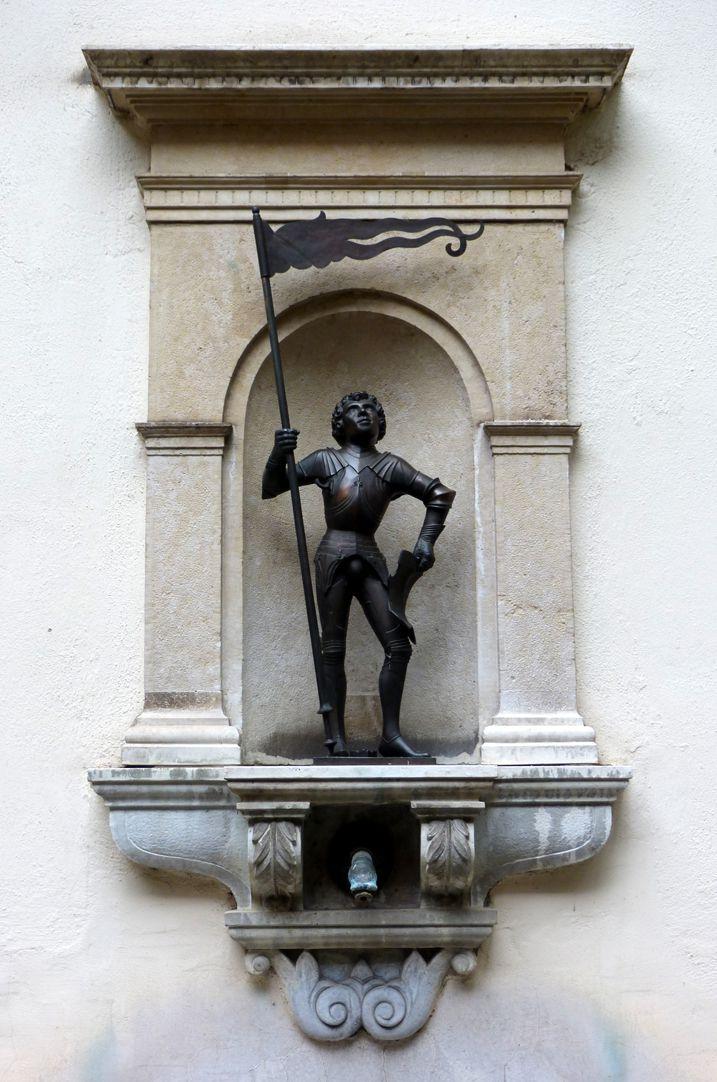 Mauritius aus dem Welserhof Nische mit Figur des Moritz als Fähnrich