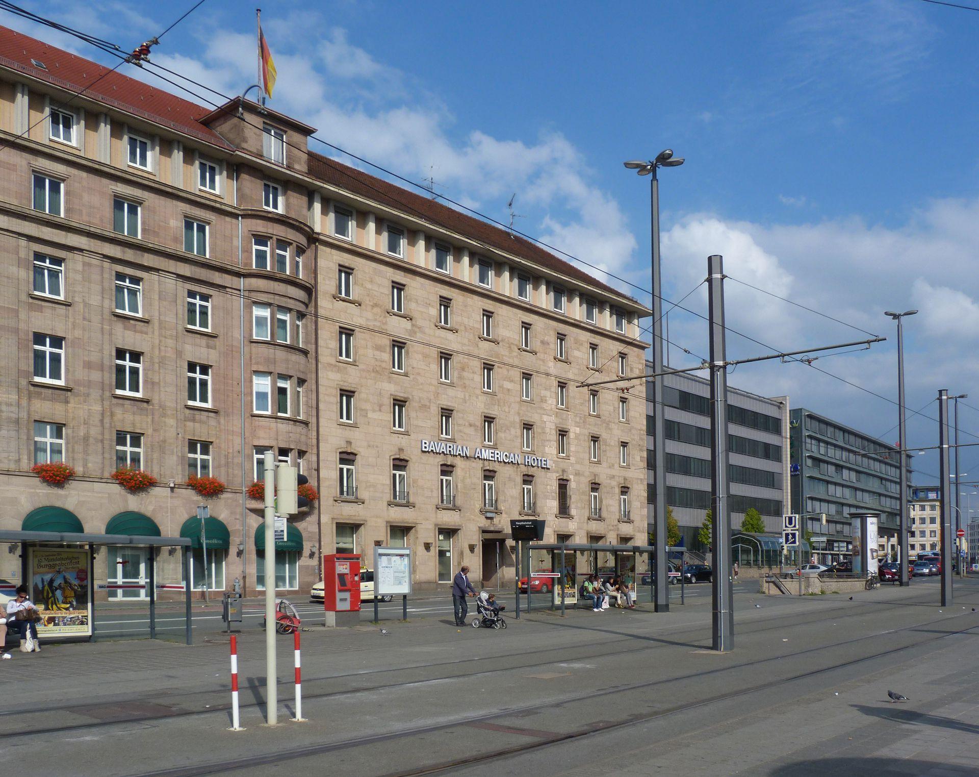 """Bahnhofsplatz, ehem. Gästehaus der """"Stadt der Reichsparteitage"""" Hotelbau"""
