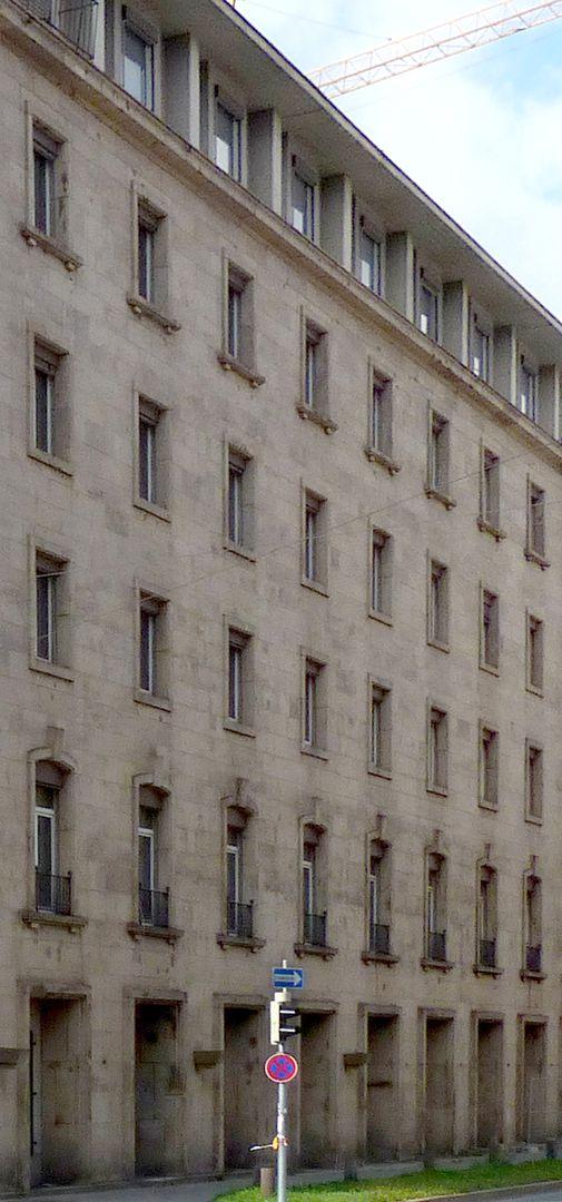 """Bahnhofsplatz, ehem. Gästehaus der """"Stadt der Reichsparteitage"""" Seitenfassade"""