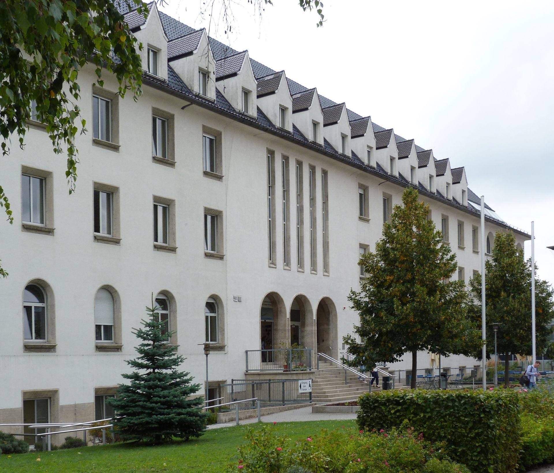Theresienkrankenhaus Nordfassade mit Haupteingang