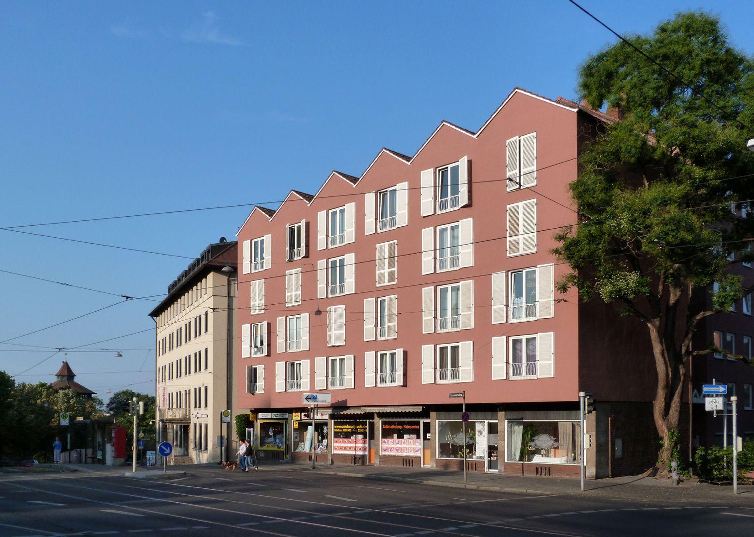 Wohn- und Geschäftshaus Fassade mit Blick zum Neutorturm