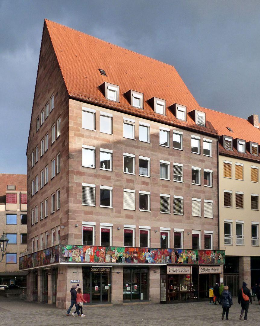 Mosaik am Hauptmarkt in Nürnberg Hausansicht