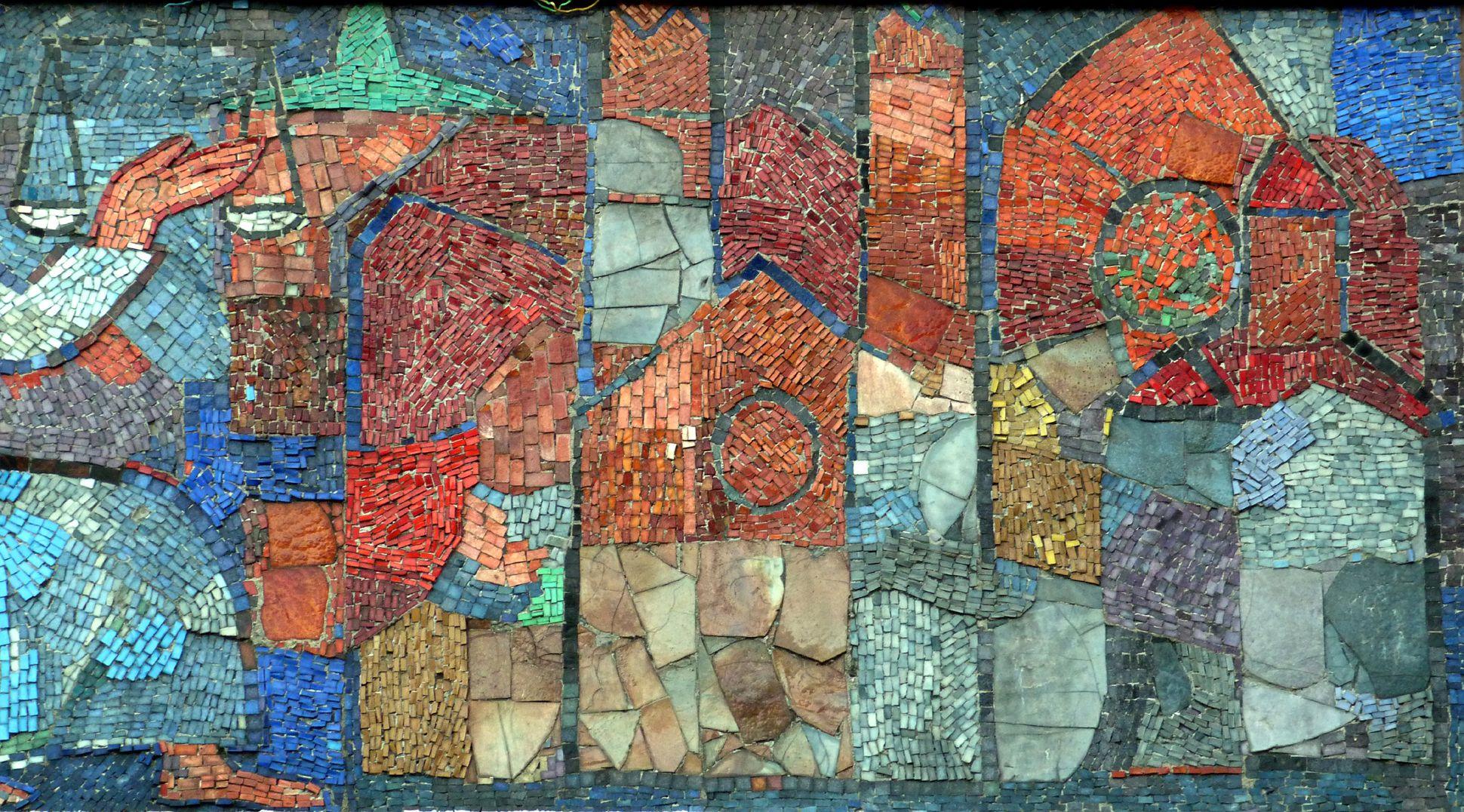 Mosaik am Hauptmarkt in Nürnberg abstrahierte Nürnberger Stadtbauten: Dicker Stadtmauerturm, Lorenzkirche und Frauenkirche