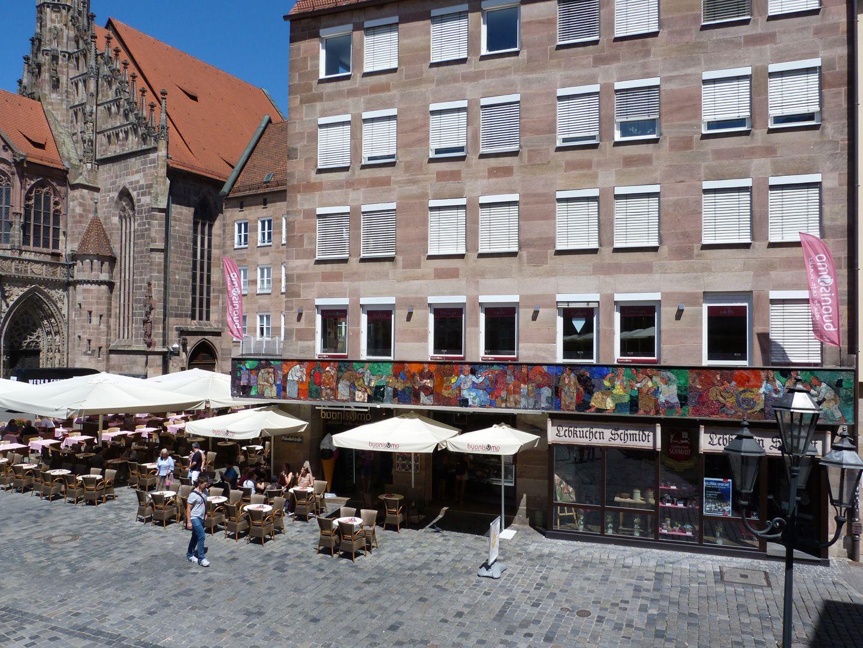Mosaik am Hauptmarkt in Nürnberg Westseite