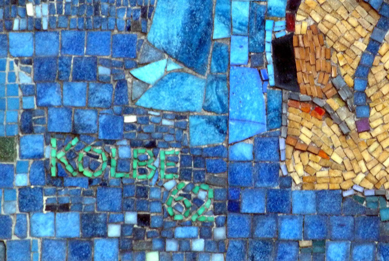 Mosaik am Hauptmarkt in Nürnberg Künstlersigantur und Datierung