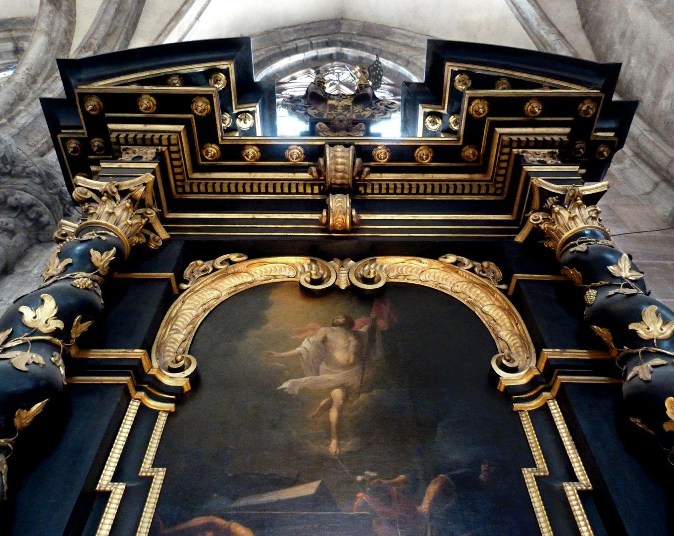 Muffel-Altar Untersicht mit dem gesprengten Giebel