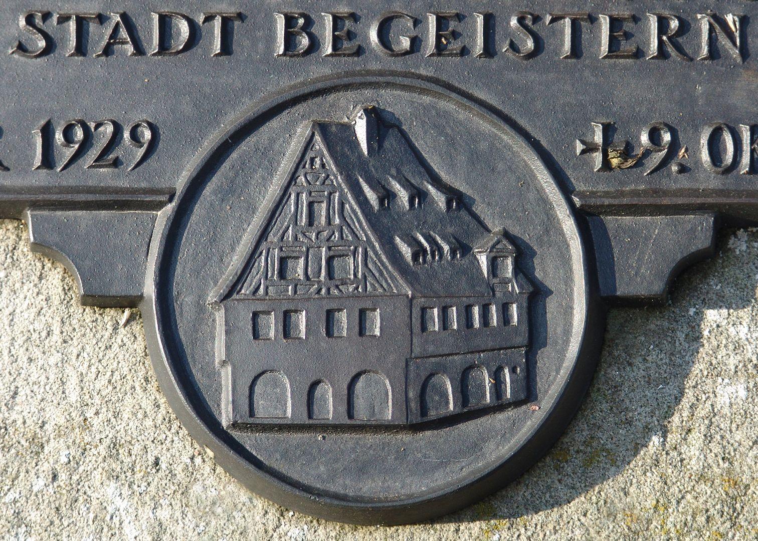 Erich Mulzer Grabstätte Reliefdarstellung des Hauses Irrerstraße 1 in Nürnberg