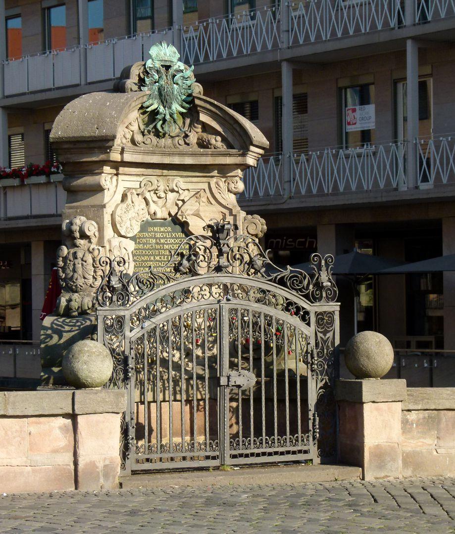 Kanzeln der Museumsbrücke mit Inschriften westliche Kanzel, Ortsansicht