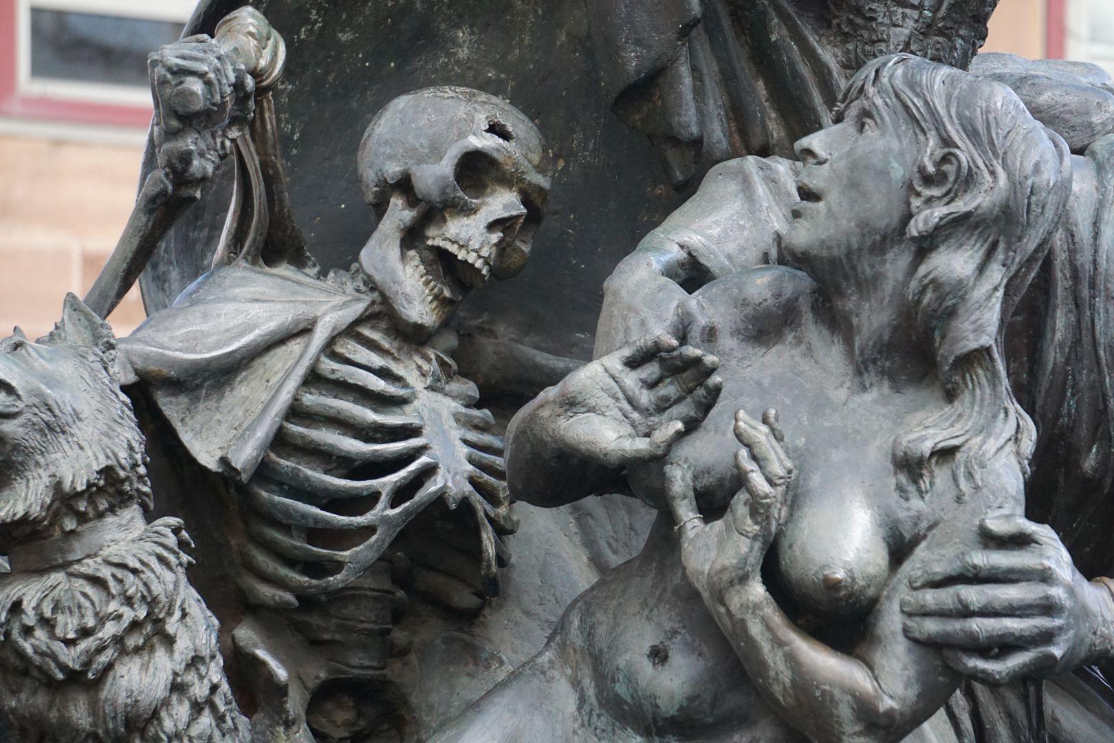 Narrenschiff Tod mit Narrenklatsche und Eva