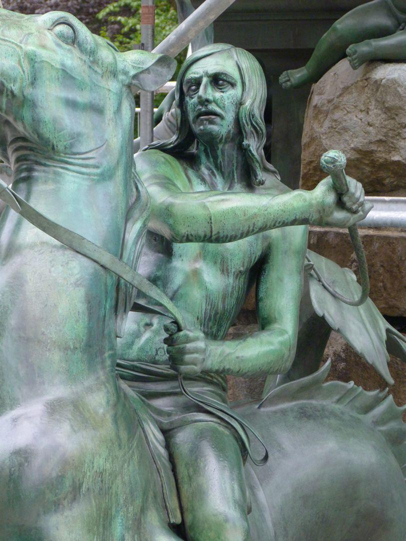 Neptunbrunnen Tritonreiter, Südseite