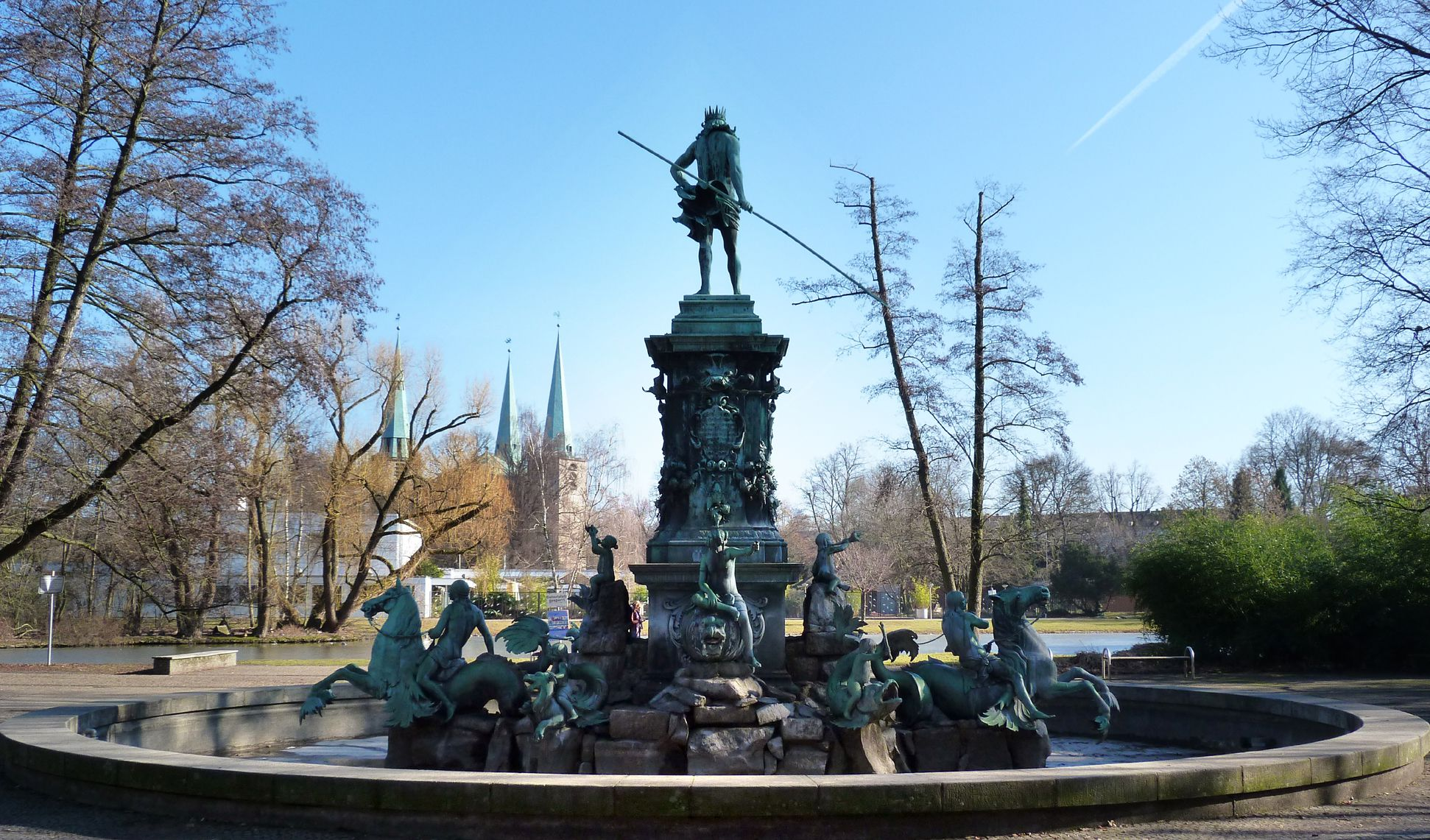 Neptunbrunnen Gesamtansicht von West