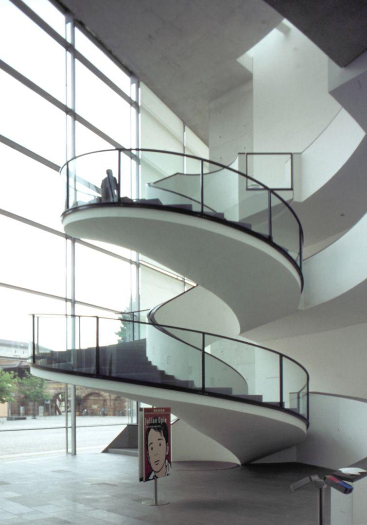 Neues Museum die brasilianisch anmutende Spiraltreppe